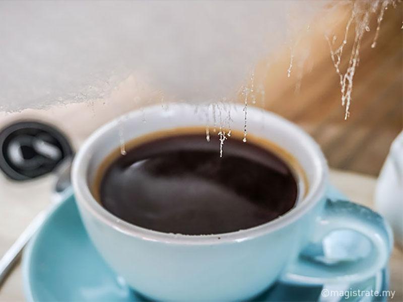 sweet little rain nuage sucre tasse cafe 4 - Poétique Nuage de Sucre au Dessus d'une Tasse de Café