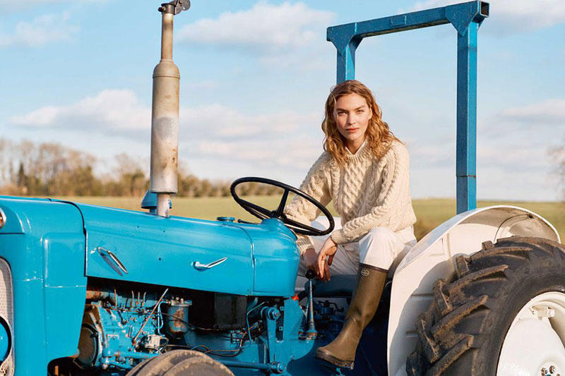 arizona muse town country magazine ete 2019 2 - Un Eté à la Ferme avec Arizona Muse pour Town & Country Magazine