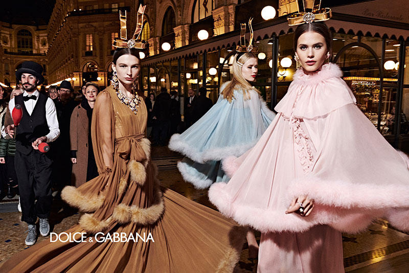 dolce gabbana femme hiver 2019 2020 05 1 - La  Femme Dolce & Gabbana en Visite à Milan cet Hiver
