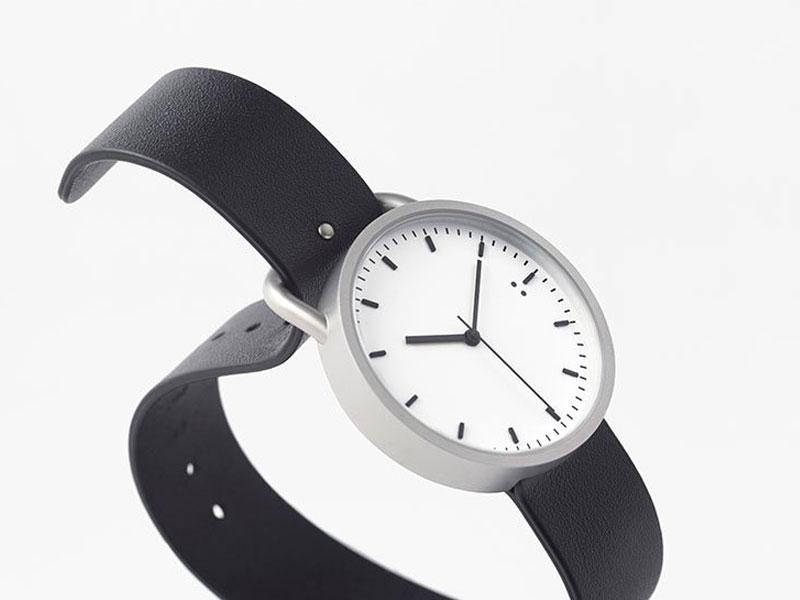 nendo tenten buckle watch montre bracelet ceinture 1 - Nendo Met une Ceinture à sa Montre Minimaliste Buckle