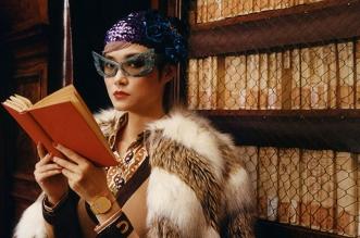 campagne gucci montres bijoux hiver 2019 2020 01 331x219 - Avec Montres et Bijoux Gucci Invite Chris Lee à la Bibliotheque