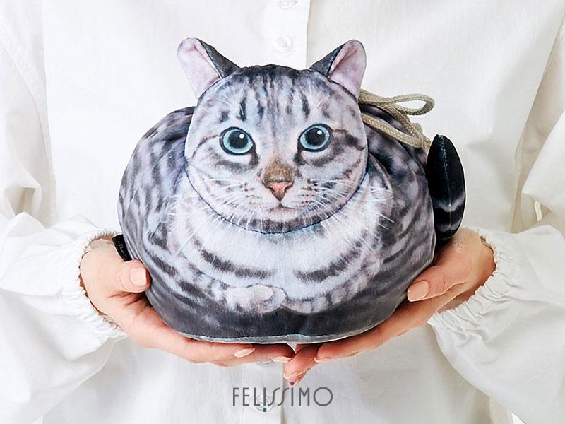 kinchaku felissimo sac main forme chat japon 01 - Ces Chats Assis au Regard Impassible sont des Sacs à Main