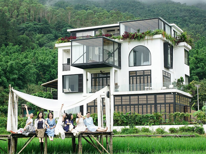 maison rêve amies, 7 Amies Construisent leur Maison de Rêve pour les Vieux Jours