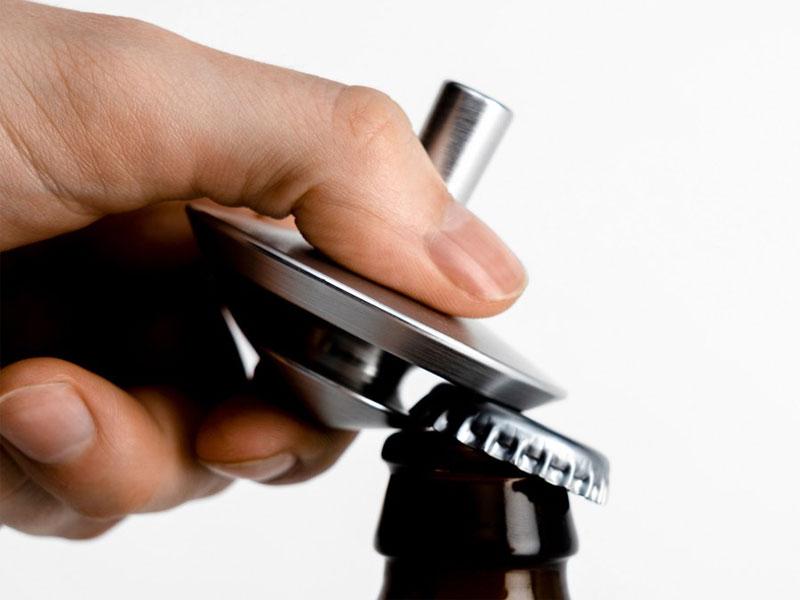 almostobject spin bottle opener toupie decapsuleur 03 - Une Toupie 'Décapsuleur' aussi Ludique que Pratique (video)