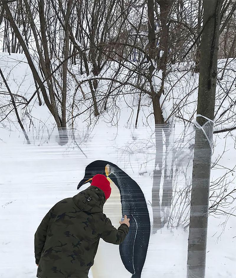 ches ches street art foret cellograffiti film transparent 11 - Sur du Film Cellophane il Peint des Animaux en Foret (video)