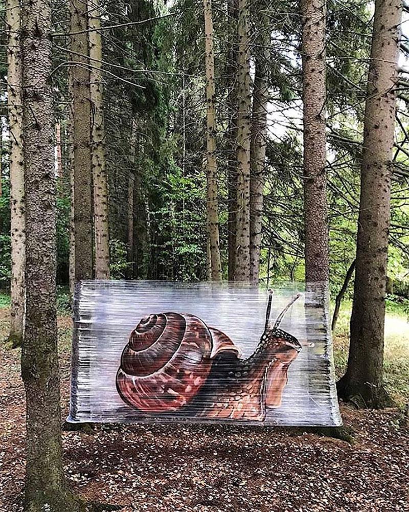 ches ches street art foret cellograffiti film transparent 12 - Sur du Film Cellophane il Peint des Animaux en Foret (video)