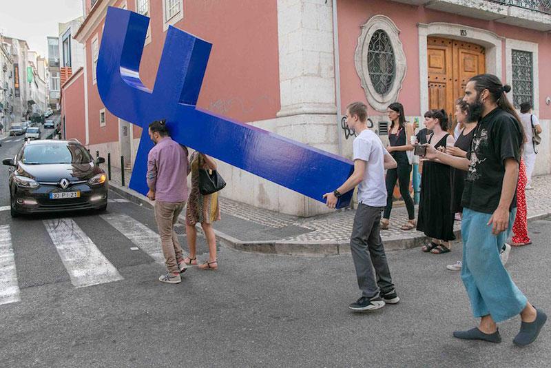Filipe Vilas-Boas artiste facebook, Filipe Vilas-Boas Fait le Chemin de Croix des Abonnés de Facebook à Lisbonne