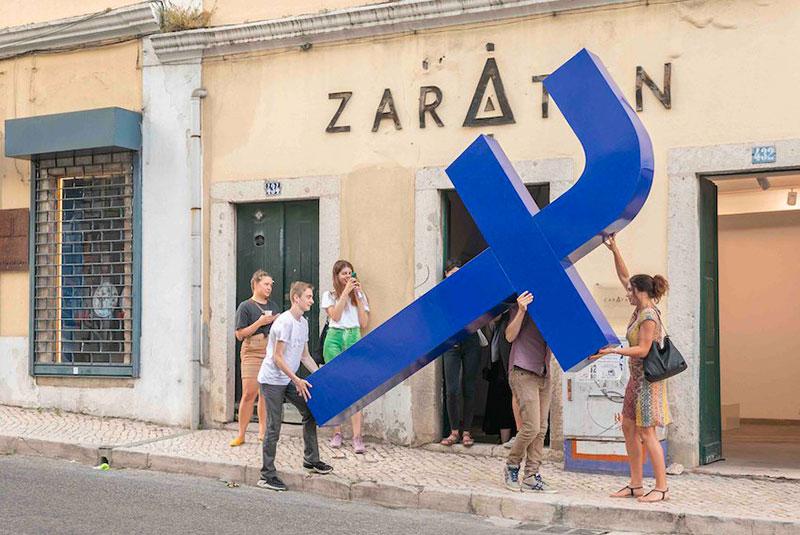 filipe vilas boas croix facebook lisbonne 05 - Filipe Vilas-Boas Fait le Chemin de Croix des Abonnés de Facebook à Lisbonne