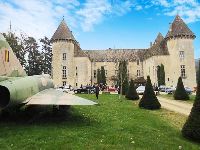 avions de chasse château, 110 Avions de Chasse dans un Château pour ce Collectionneur de 87 ans