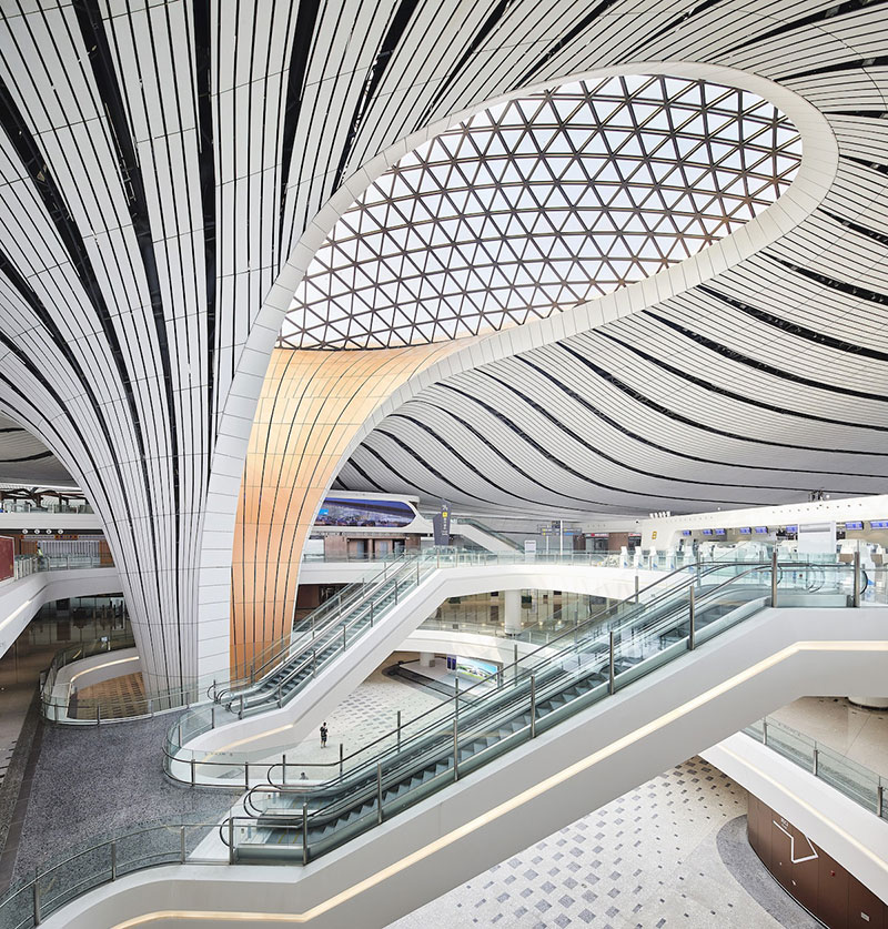 aéroport Pékin Zaha Hadid, L'Aéroport de Pekin en Forme d'Etoile de Mer Géante Ouvre (video)