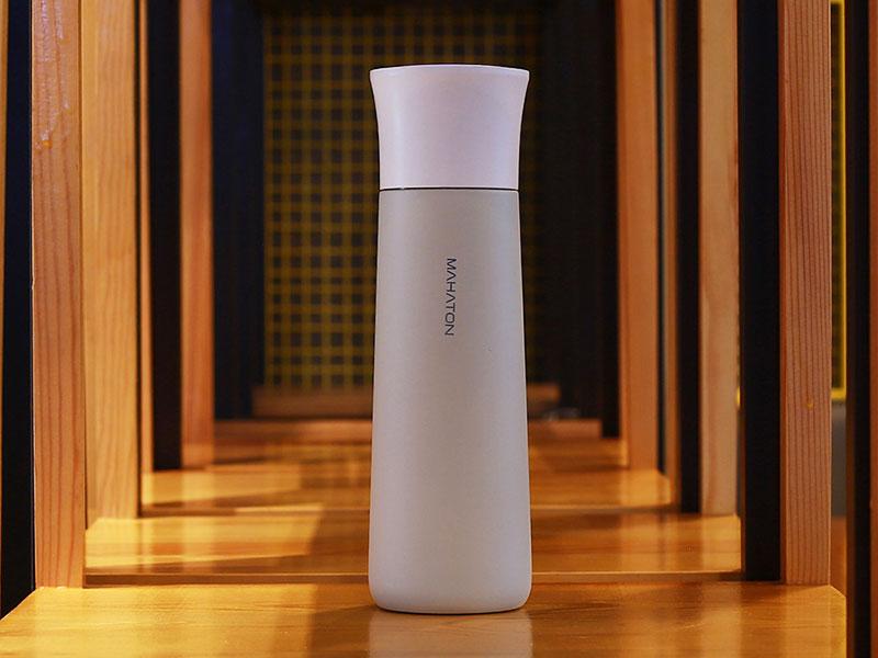 Mahaton bouteille eau, Mahaton, Bouteille d'Eau Réutilisable à Purificateur UV (video)