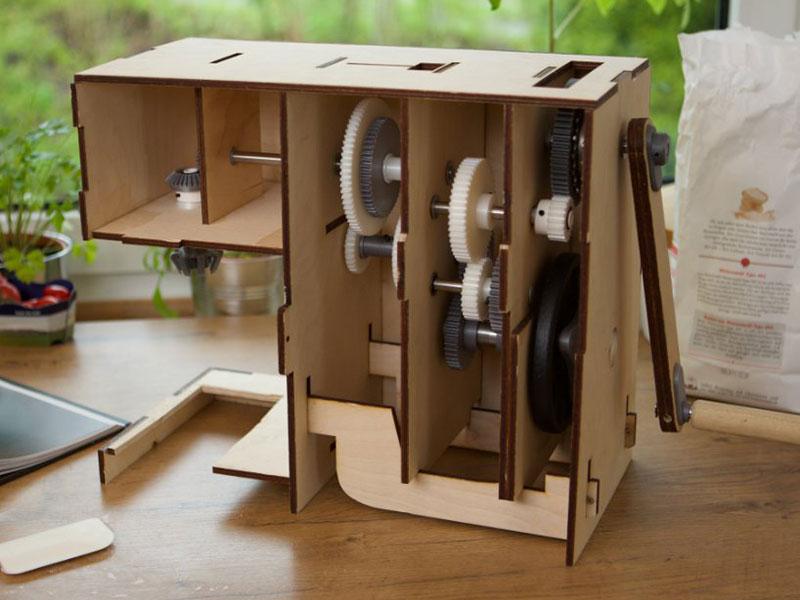 robot Pino, Pino, le Robot de Cuisine Multifonction à Manivelle (video)