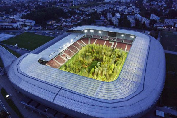 stade football foret europe centrale primaire maxitendance 06 600x400 - Stade de Football Transformé en Forêt Primaire d'Europe Centrale