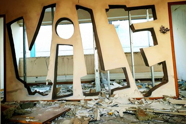 street artiste vile art murs transparents graffiti 04 600x400 - Le Graffiti Artiste Vile Rend les Murs Transparents Avec Sa Bombe de Peinture