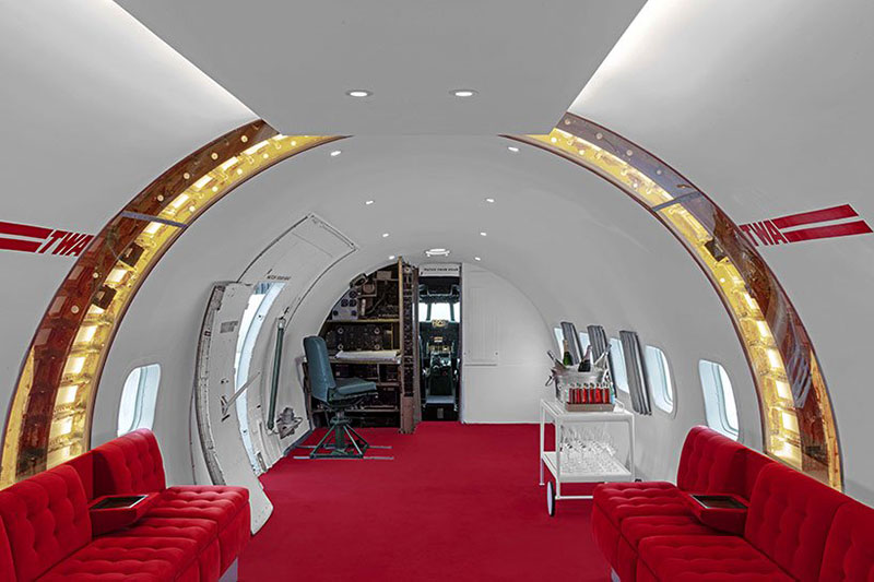 Avion TWA Bar, Un Ancien Avion TWA Transformé en Salon et Bar de Luxe (video)