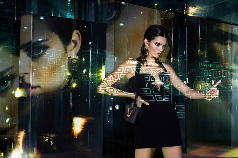 Versace été 2020, Jennifer Lopez en Campagne pour Versace Eté 2020