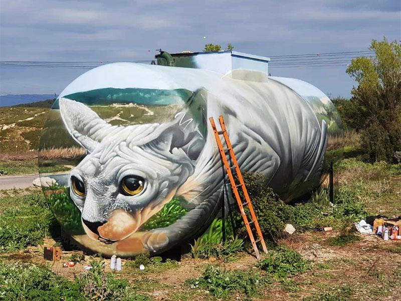 chat Braga, Ce Chat Sphynx Géant par Braga est en fait une Vieille Citerne