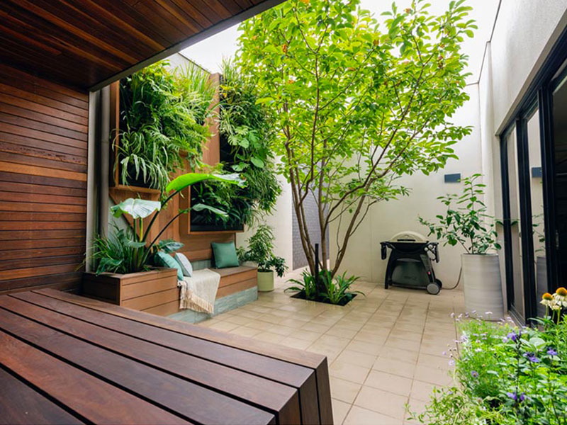 jardin vertical jardinières ville, Jardin de Jardinières Murales dans cette Cour en Ville
