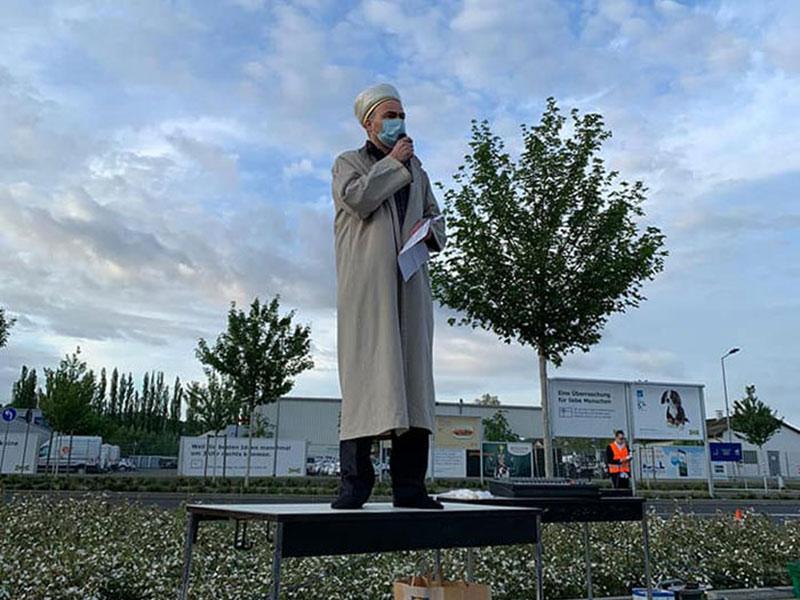 Eid parking ikea Allemagne, 700 Musulmans sur un Parking Ikea pour la Prière de l'Eid en Allemagne (video)