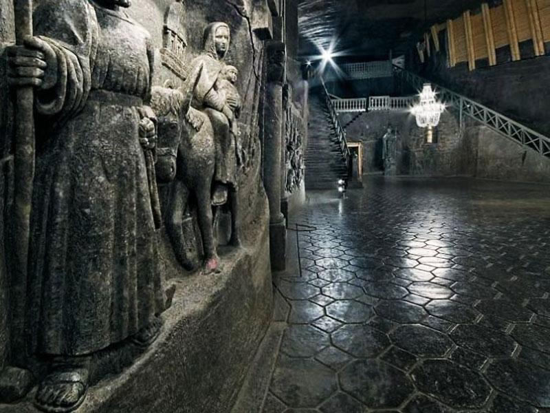 mine sel Wieliczka, Mine de Wieliczka en Pologne, Lacs, Chapelles de Sel sont des Merveilles