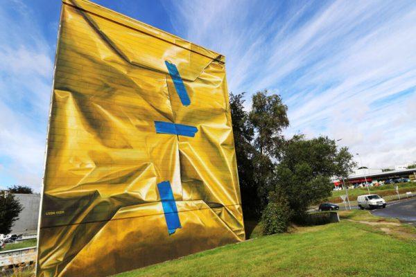 Leon Keer Safe House, Sa Fresque Murale 3D Emballe de Papier Cadeau un Immeuble à Morlaix