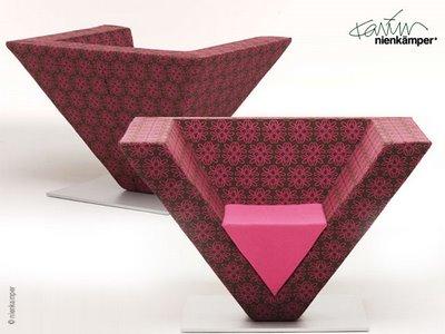 , Karim Rashid x Nienkamper : Isola8 et Pyramid Chair