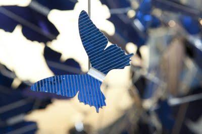 , Virtue of Blue par Jeroen Verhoeven : Suspension Photovoltaique
