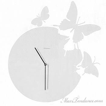 , Horloge Butterfly : Un Design Poetique