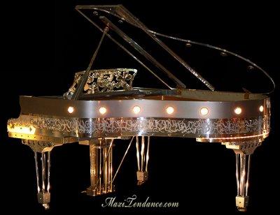 f20ff3de7c4bccdb6923ce54d34b095d - Gary Pons Plexart : Grand Piano Translucide